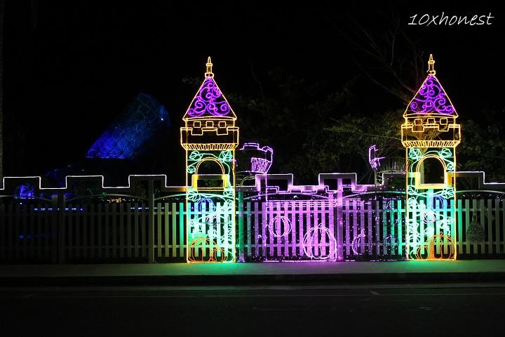 高跟鞋教堂外圍牆面燈光裝飾-夜景